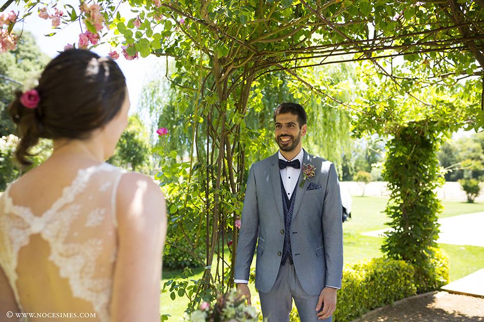 El novio ve por primera vez a la novia fotografo boda girona