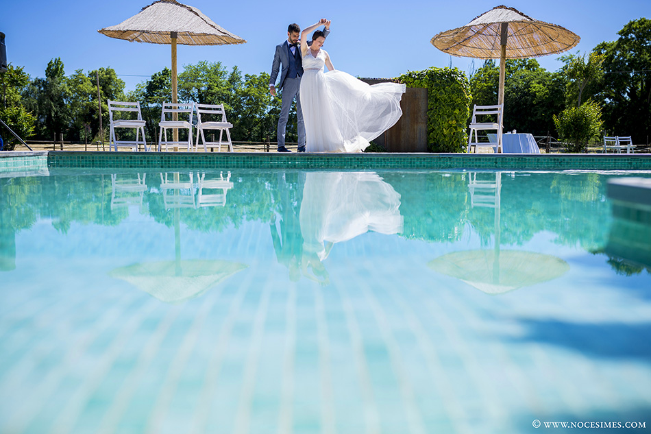 Nuvis ballant a la sessio de fotos fotograf casaments girona