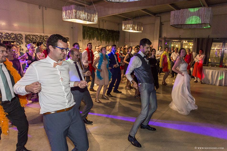 Ball i festa a una boda del Mas Carreras.