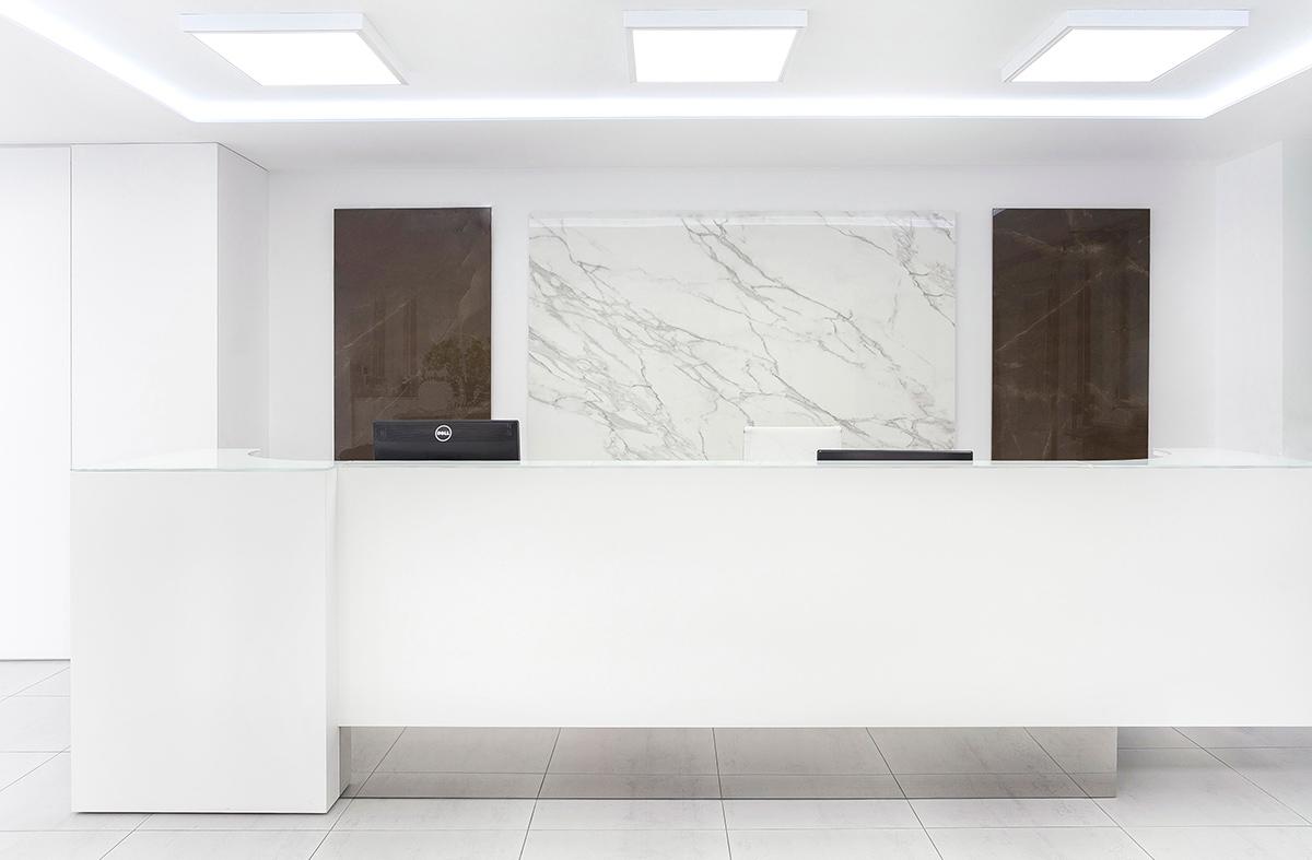 interior de l´entrada a les oficines