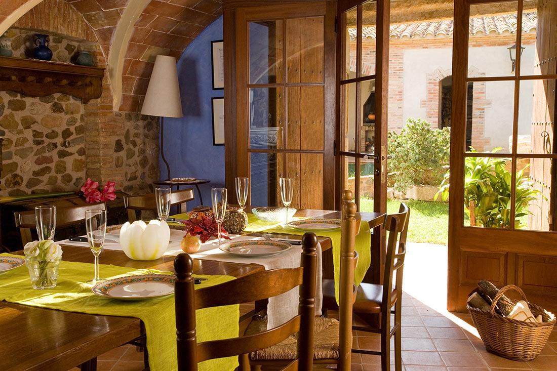 interior del menjador del Mas vila de Monells