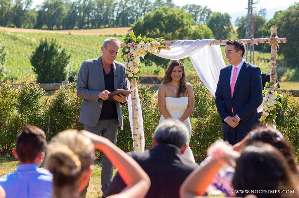 el regidor llegeix a la cerimonia