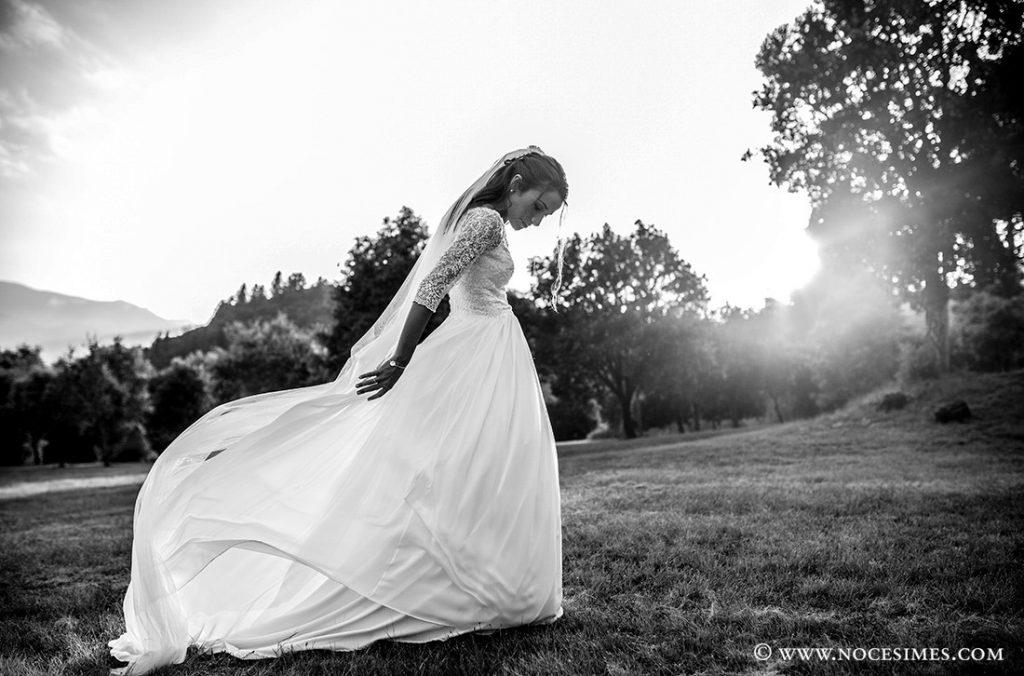 sessio nuvia jugant amb el vestit