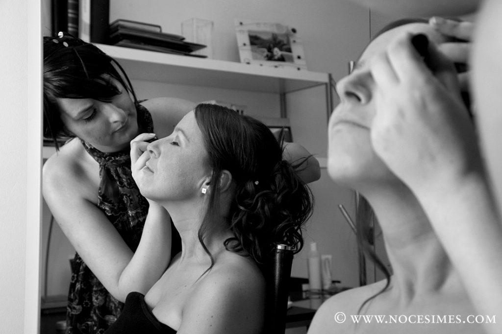 preparatius de la nuvia maquillatge reflexada en el mirall