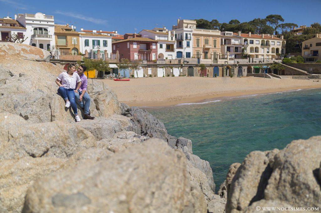 parella posant a la platja del canadell