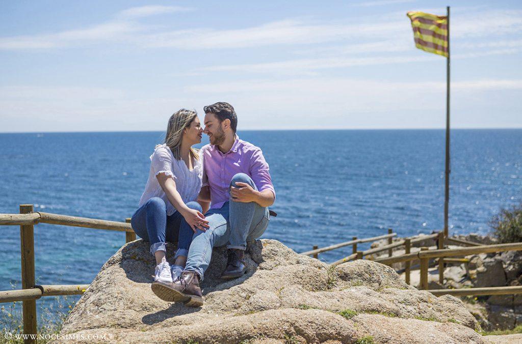 parella enamorats al mirador de Calella de Palafrugell