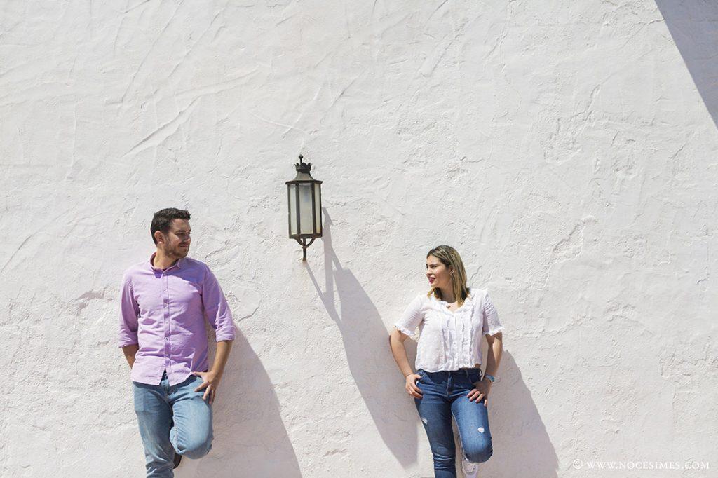 parella posa a la terrassa de hotel el Far de Llafranc